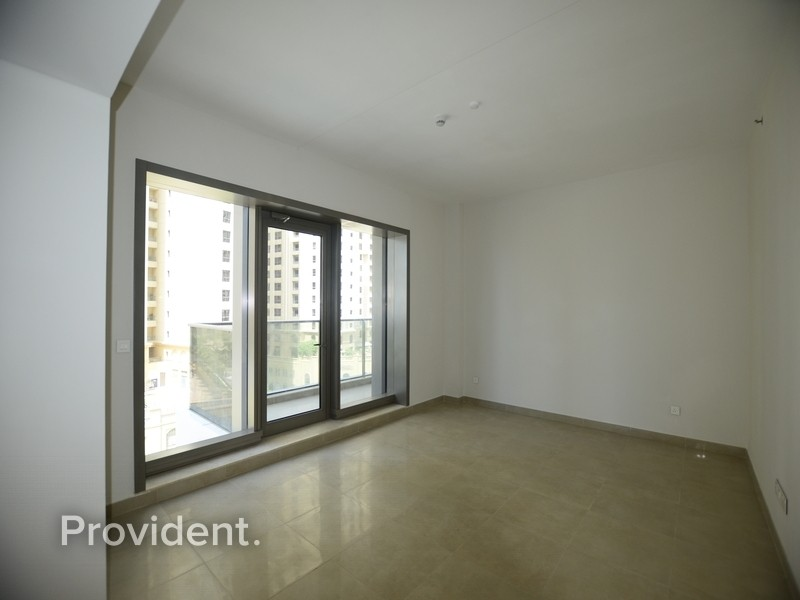Largest 1 BR, Closed Kitchen, Great Location
