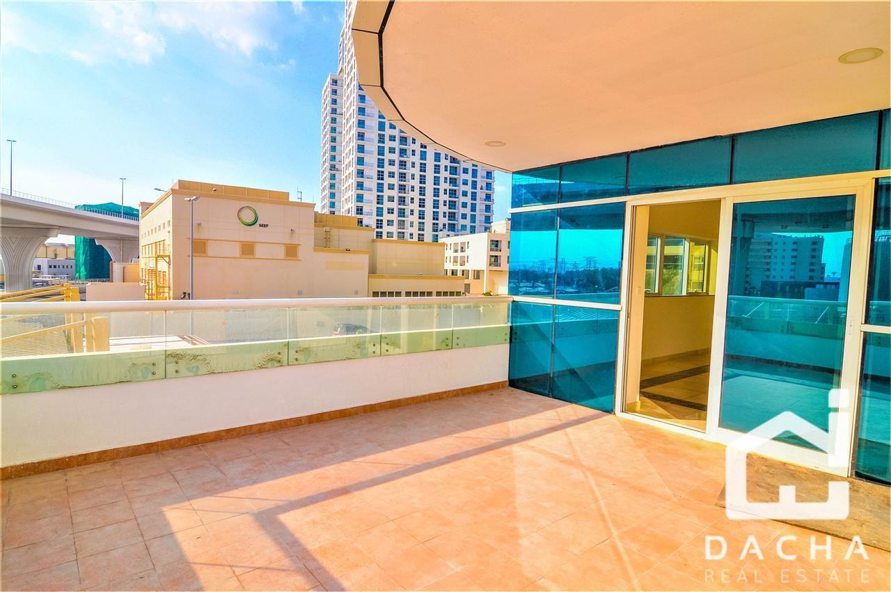 Huge Terrace / En Suite Bedroom / Kitchen Appliances