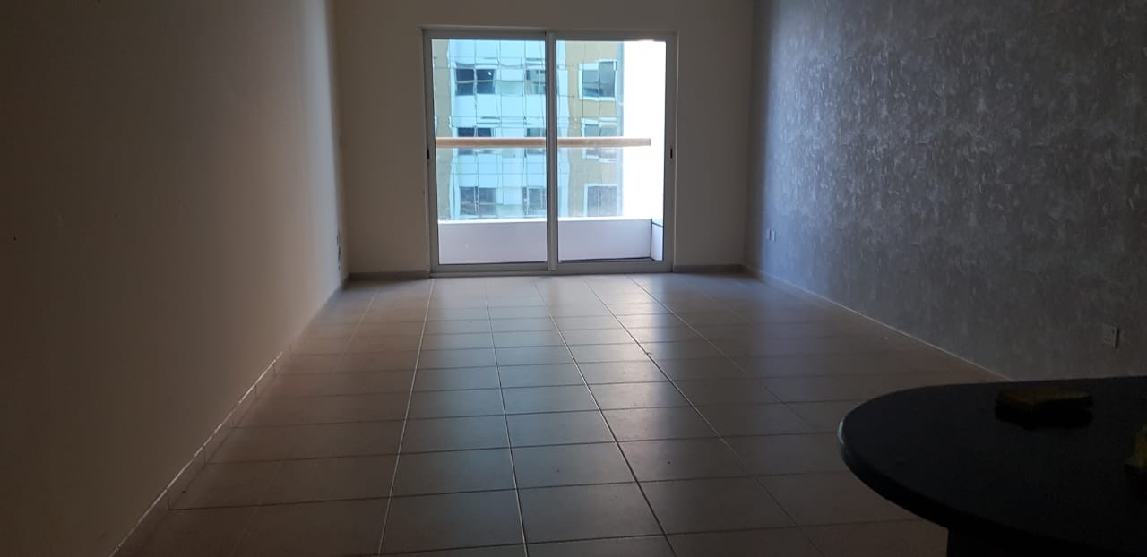 very nice one bedroom for rent in Dubai marina elite Residence with balcony